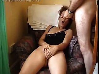 पत्नी अपने पति के सामने हस्तमैथुन