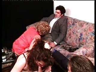 एंड्रिया, लोला और दो लड़के - पुर्तगाली महिलाओं।