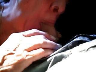 सफाई औरत (कार में)