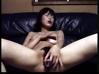 एशियाई शौकिया एक छोटे bottle..rdl साथ masturbates