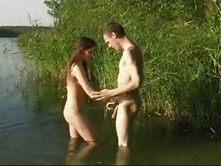 नदी में सेक्स