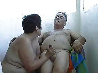 परिपक्व पत्नी wanking पति बाहर