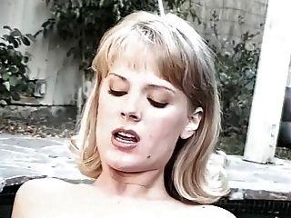 जेनिफर एवलॉन और रेबेका लॉर्ड्स - गर्म टब सेक्स