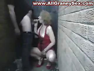 शौकिया परिपक्व माँ चूसना और बकवास