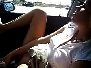 मेरे गर्म पत्नी कार में हस्तमैथुन।शौकिया सार्वजनिक नग्नता