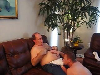 बहुत प्यारी बूढ़े आदमी और जवान लड़के