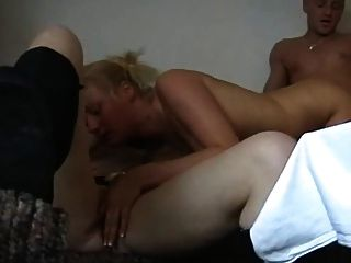 जर्मन त्रिगुट - 2 गर्म sluts और एक अच्छा मुर्गा