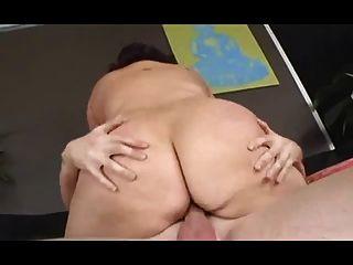 फ्लॉपी स्तन के साथ मोटी कुतिया गड़बड़ हो जाता है मुश्किल