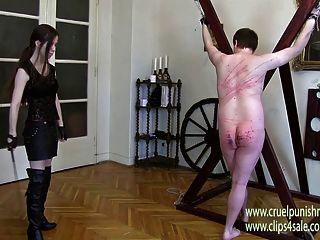बेरहम महिला Victoria - बेंत से भरना, सजा, पांव के तलवों पर मार लगाना