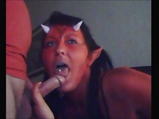 कामुक शैतान लड़की डिक बेकार है और सह खाती है