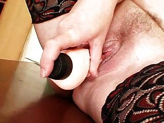 Busty milf शिक्षक एक dildo के साथ खुद को fucks