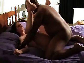बीबीसी कमबख्त, जबकि पति देखता फिल्म पर पहली बार पत्नी!