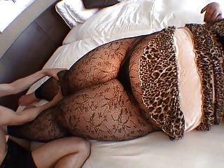 संचिका राक्षस प्राकृतिक स्तन के साथ एशियाई