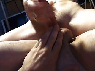 जोड़े को साझा डिल्डो, पीओवी handjob cumshot