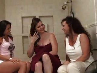 Keisha - महिलाओं के साथ त्रिगुट।