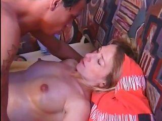 गर्भवती शौकिया गड़बड़ और पेट पर सह