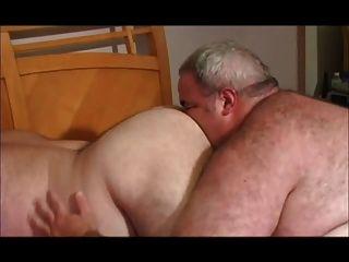 बेडरूम में मोटे