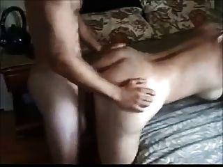 बड़े boobed पत्नी छोटे लड़के द्वारा गड़बड़