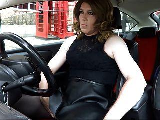 सेक्सी transvestite बाहर की ओर डाकघर हस्तमैथुन