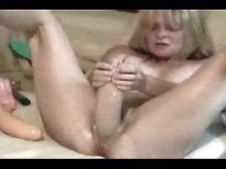 Wifey विशाल dildo के साथ हार्ड cums