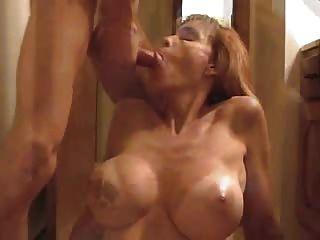 पत्नी blowjob देता है और चेहरे पर एक सह शॉट हो जाता है