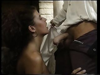 Angelica बेला एक महल में गड़बड़