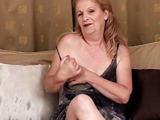 दादी - साक्षात्कार और हस्तमैथुन