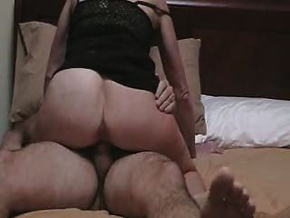 पत्नी एक चेहरे लेता है
