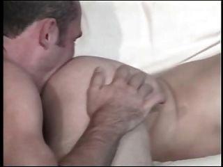 चाड हंट और उसके बैंगनी शर्ट