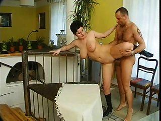 बड़े स्तन जर्मन भाग 1
