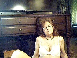 64 y.o.लंबे बालों के साथ मिठाई सेक्सी दादी