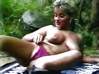 Elodie पहला वीडियो