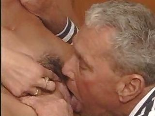 Viejo espia ऊना Joven