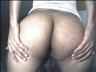 बहिन लोला मेरे लिए उसे नग्न बहिन गधा हिलाता है।