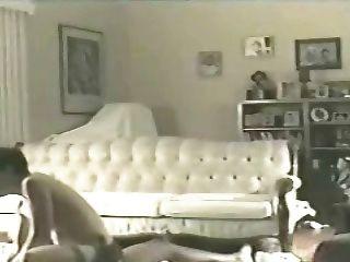 रहने वाले कमरे में फर्श 2 (व्यभिचारी) पर पत्नी ऐलेन
