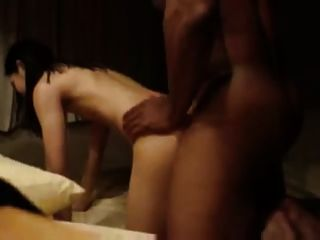आदमी एक फिल्म बनाने, जबकि उनकी पत्नी बीबीसी के साथ यौन संबंध है