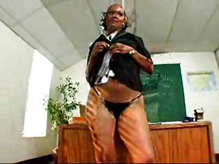 बड़े काले लूट शिक्षक ms.mya