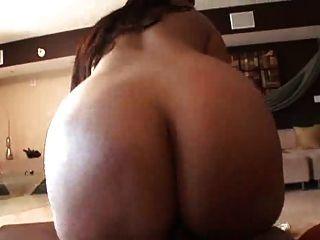 बड़ा गधा और स्तन के साथ milf