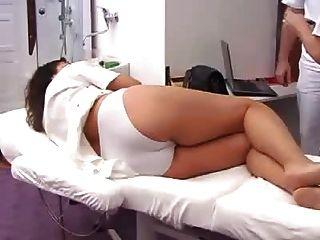 गर्भवती महिला से भरा gyno परीक्षा