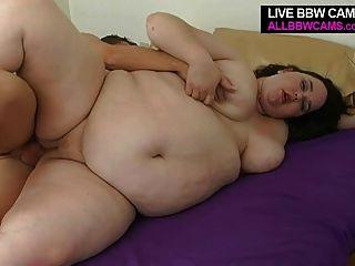 बड़े fattie लड़की बेकार है और मोटा मोटा स्तन बीबीडब्ल्यू बेकार