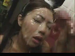 एशियाई चलनेवाली कई चेहरे सह शॉट मिला