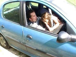 एक कार में सामिया