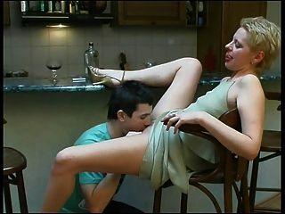 बार सेक्स ... वह निगल ...