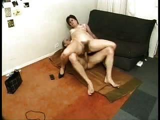 माँ Buttfuck लिए प्यार करता है
