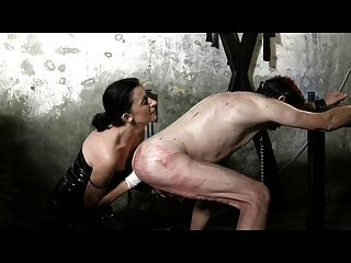 Maitresse dominatrice claudiacuir fisting गुलाम रिक