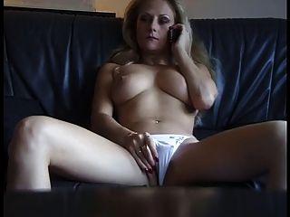 सेक्सी परिपक्व कुतिया phonesex से कामुक हो रही है