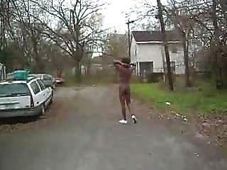 काली लड़की सार्वजनिक में नग्न