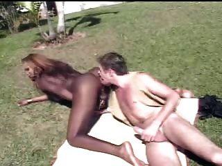 काले tranny गड़बड़ आउटडोर