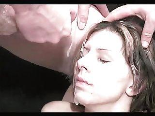 नकली स्तन 2 के साथ Bukkake महिला