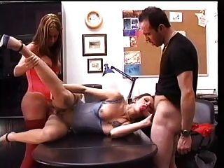 कार्यालय में 3some